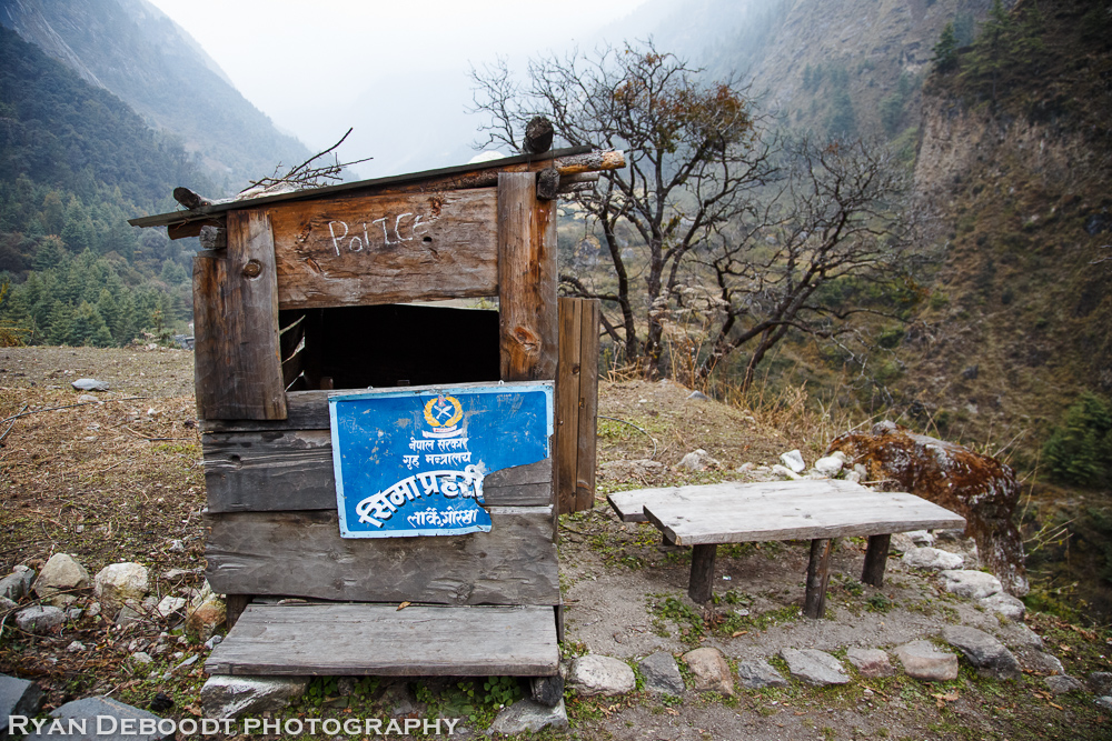 An old checkpoint on the Manaslu Circuit.